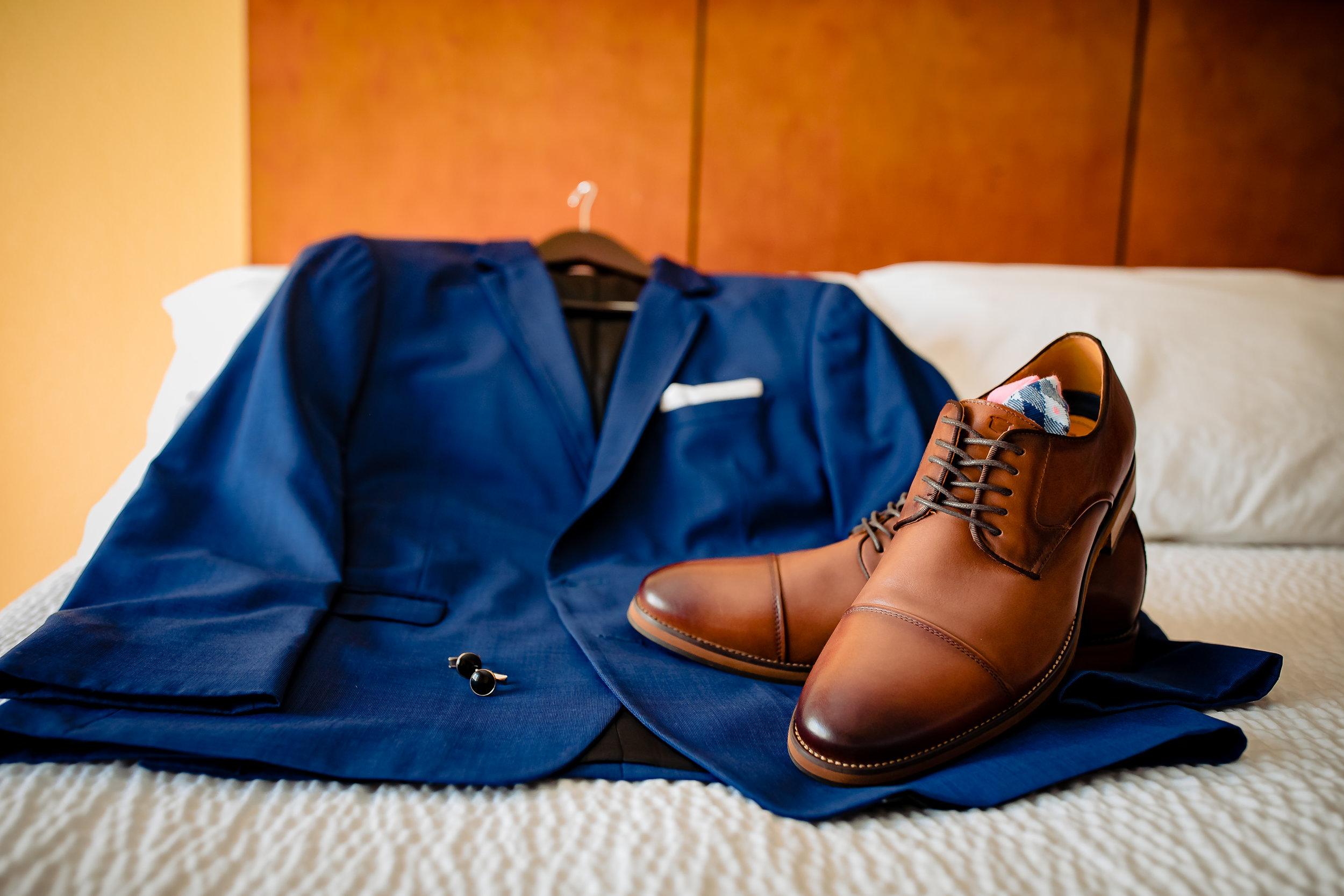 groom, tuxedo, shoes, tie, details
