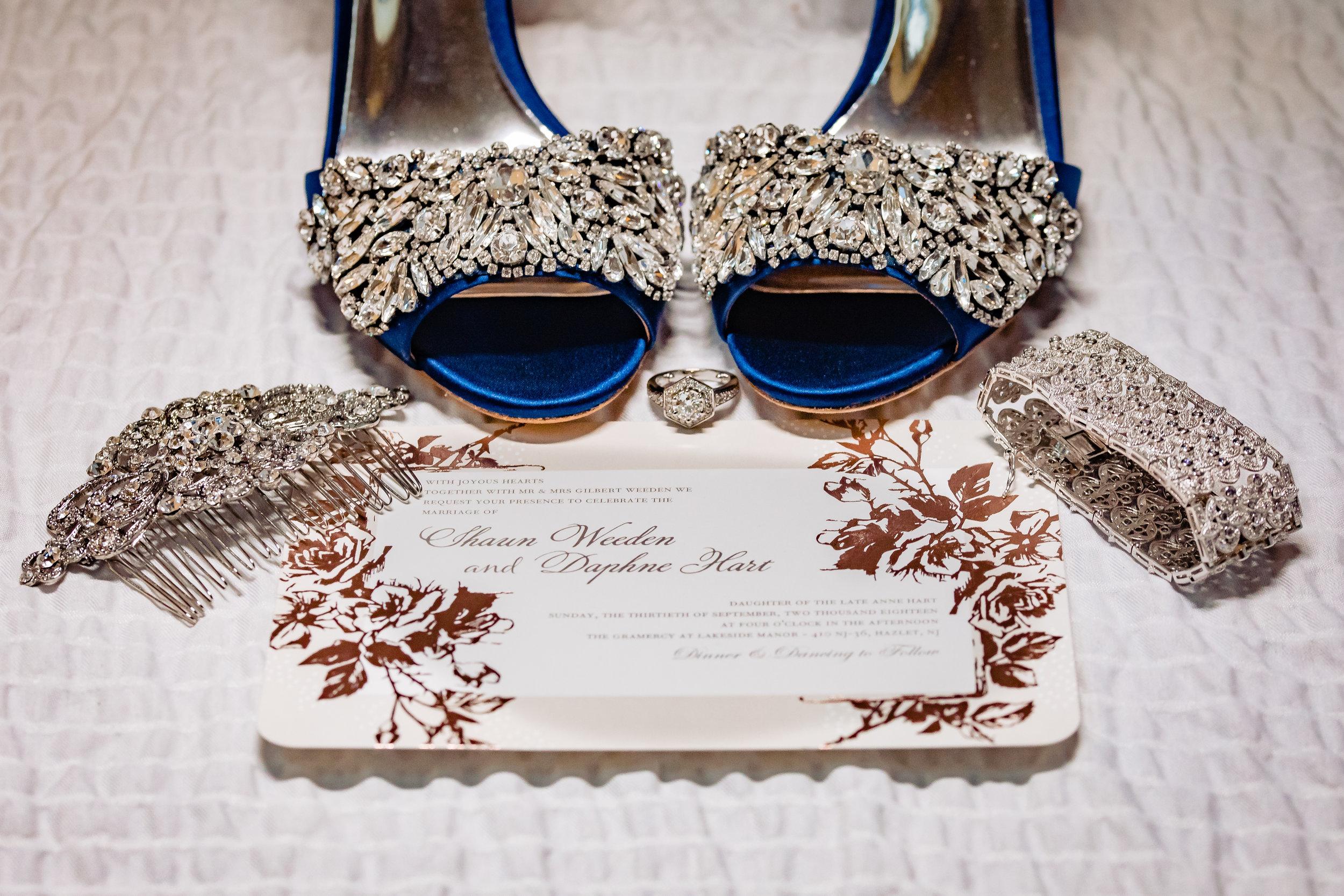 wedding shoes, invitation, jewelry, hair clip, bracelet, details