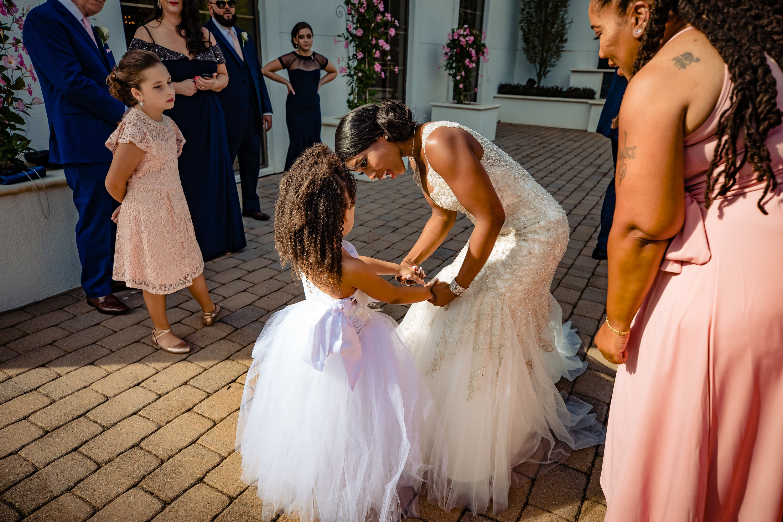 bride and flower girl behind the gramercy lakeside manor fixing