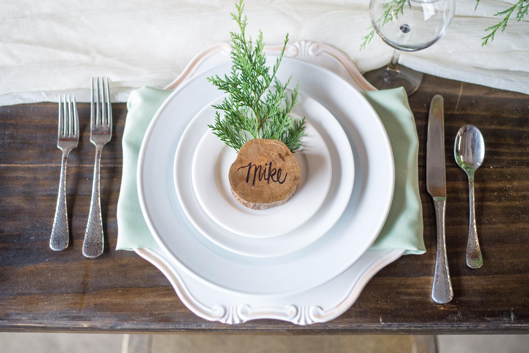 White Round Dinnerware with Bastia Flatware
