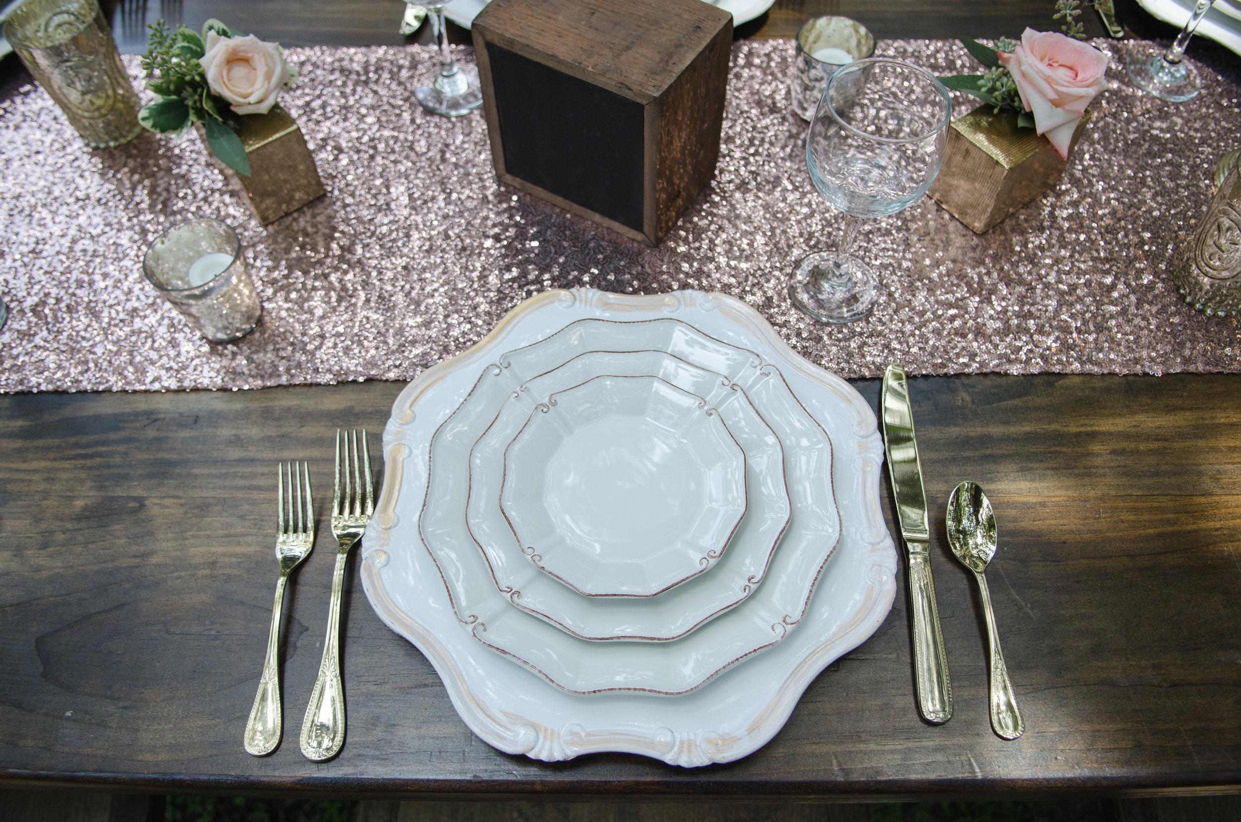 Villa de Este Dinnerware with Gold Flatware