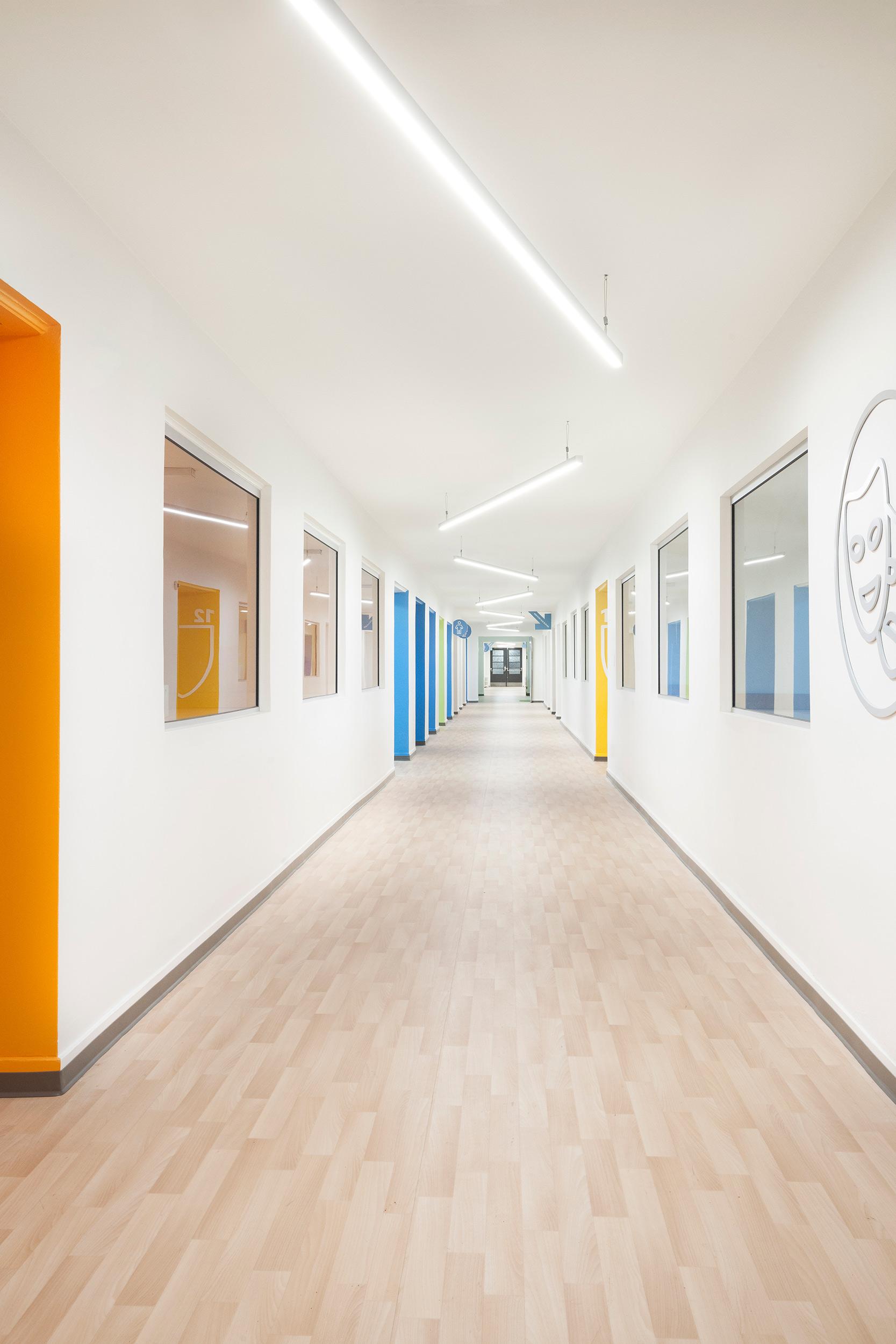 Marianne-Girard_Taktik_Academie-Sainte-Anne_corridor.jpg