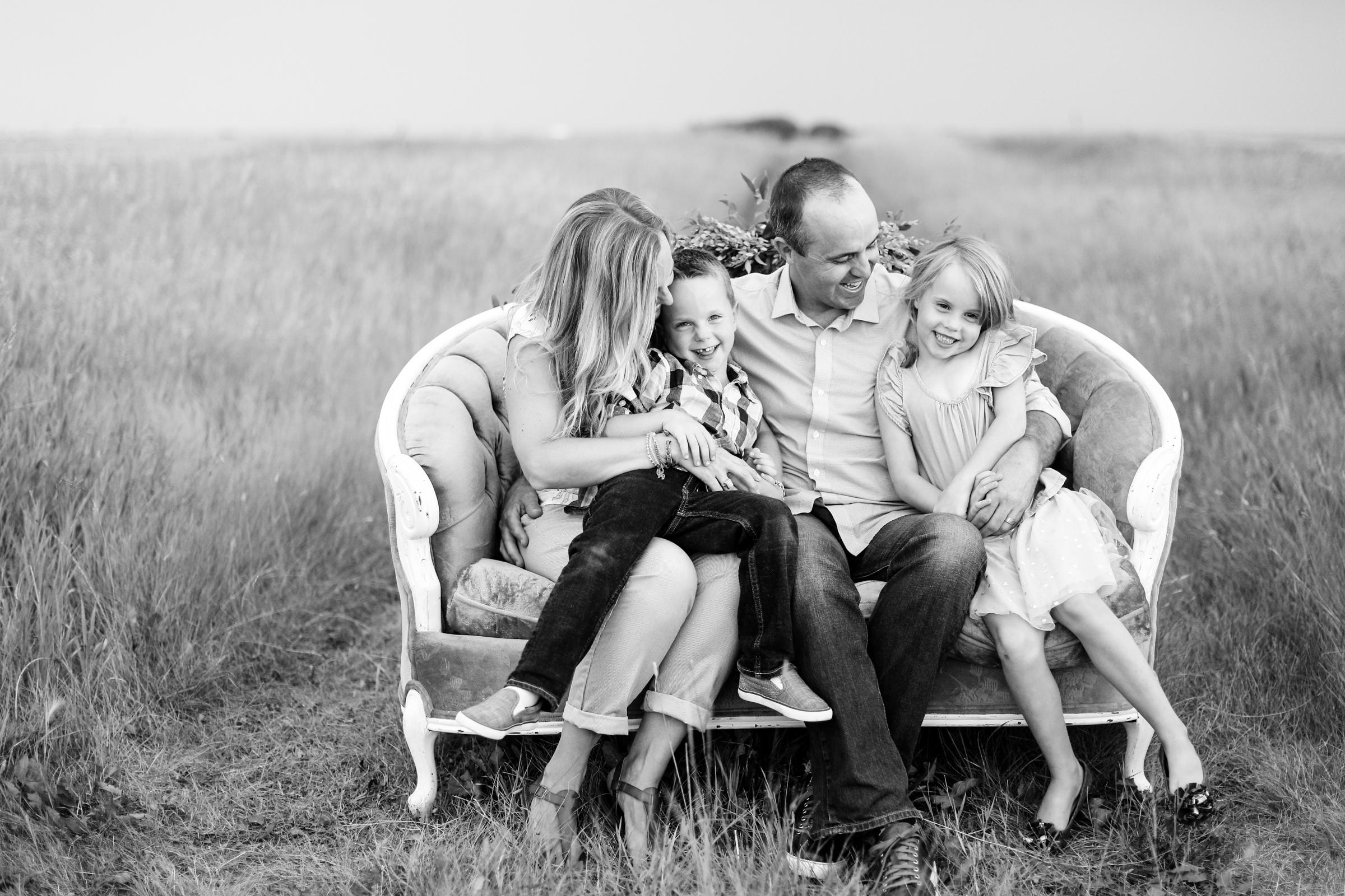 Lindsay_Skeans_Photography-Sofa_Sessions-16.jpg