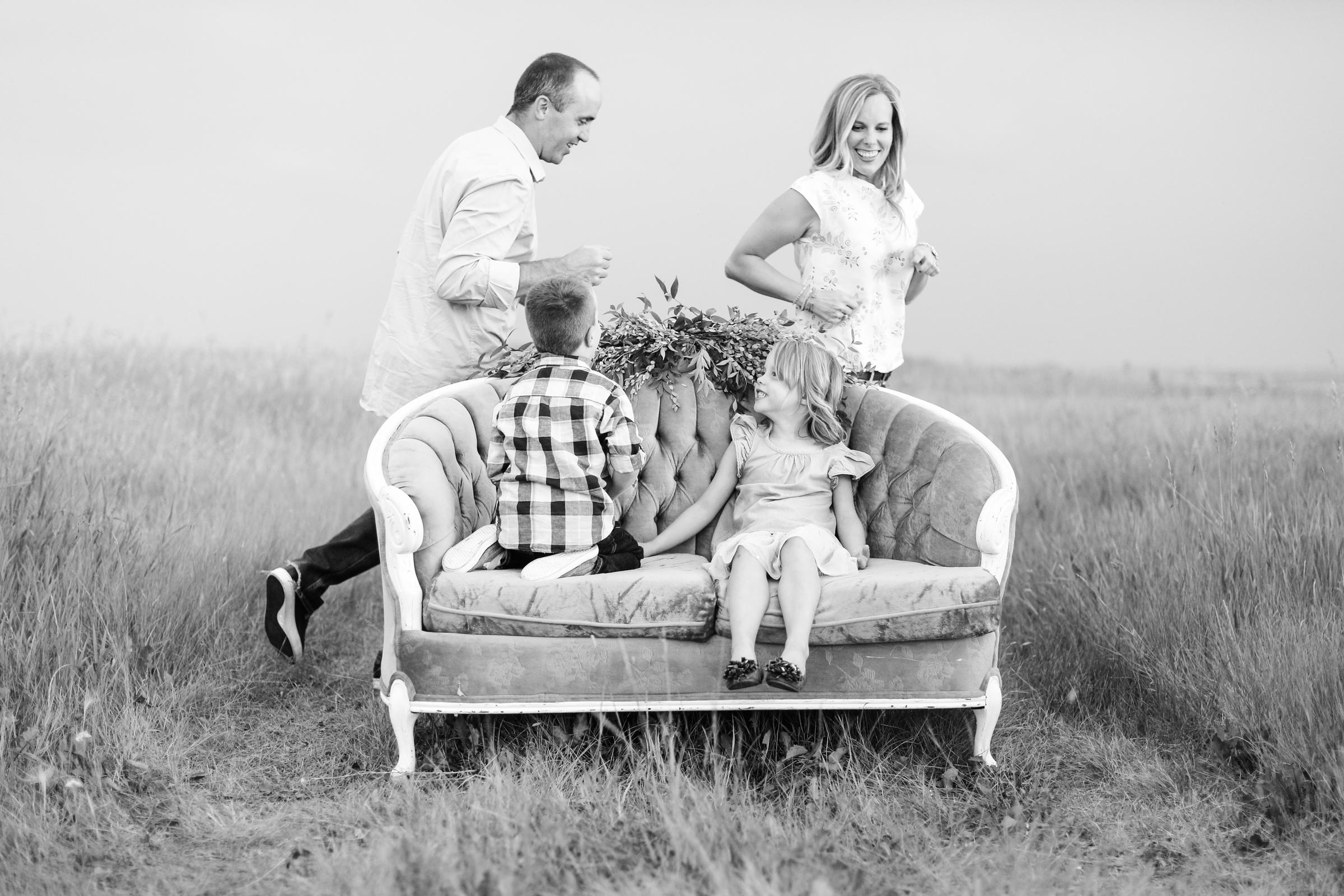 Lindsay_Skeans_Photography-Sofa_Sessions-19.jpg