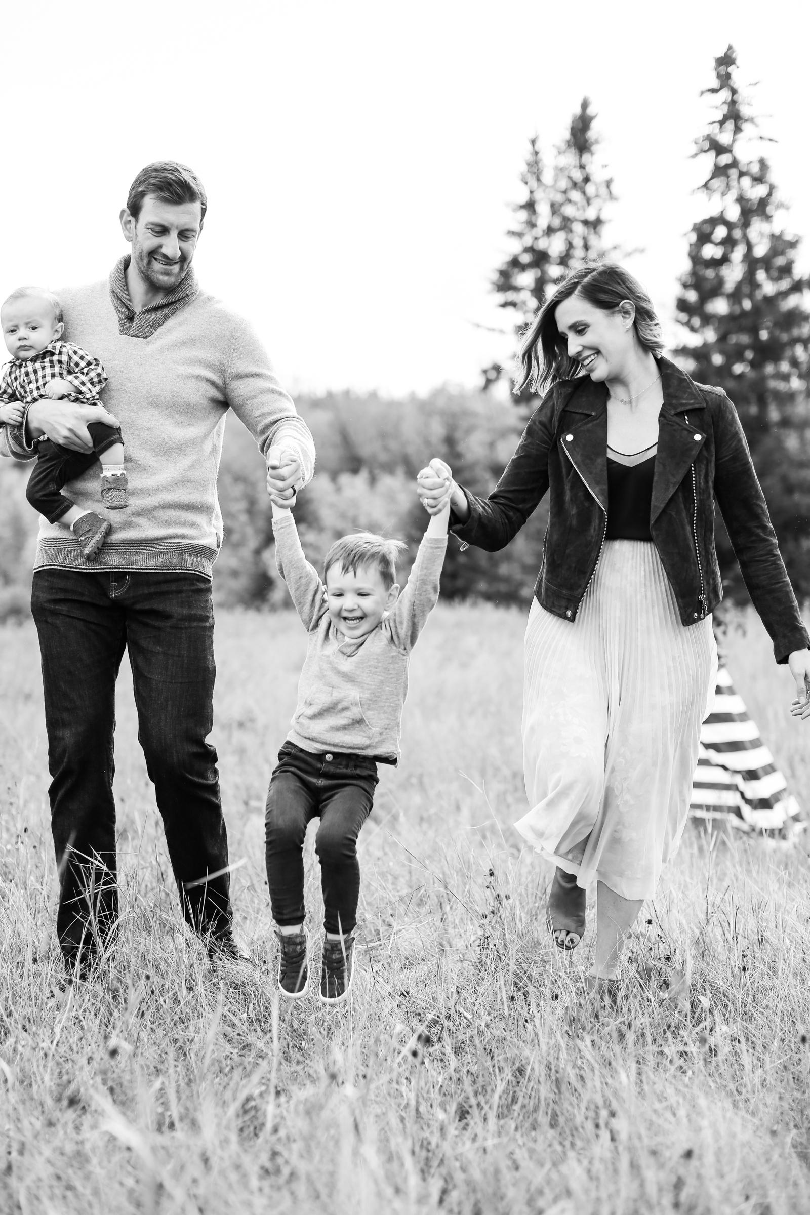 Fall-Family-Creative-Lindsay_Skeans_Photography-12.jpg