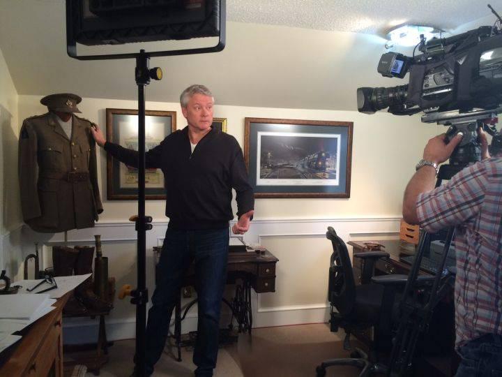 Gord Steinke showcases his grandfather's military uniform.  Gord Steinke, Global News