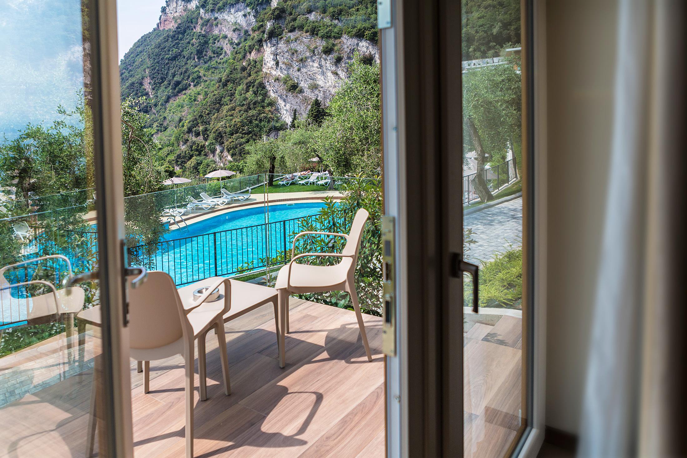 hotel_atilius_camera_vista_lago_con_balcone001.jpg