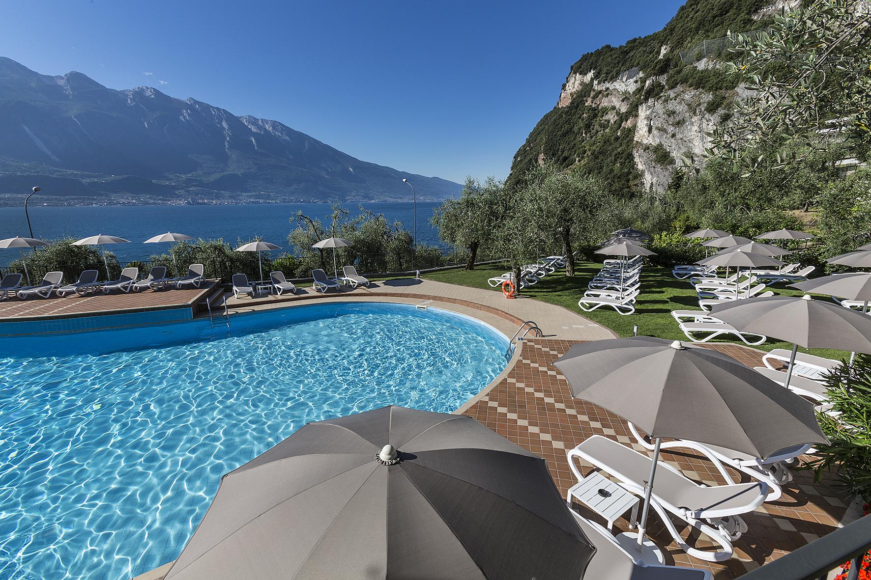 limone_sul_garda_hotel_atilius_piscina501.jpg