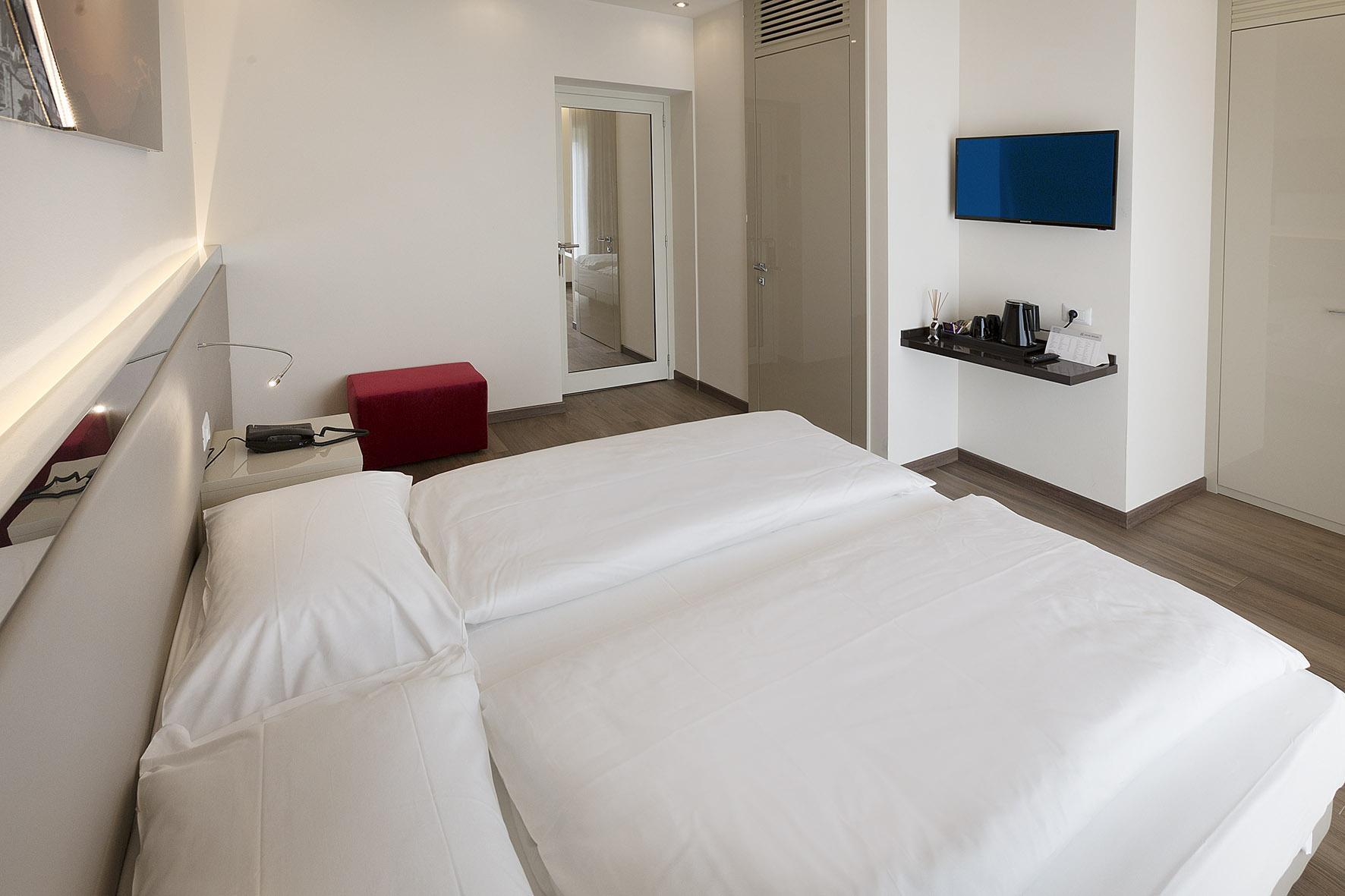hotel_atilius_limone_camera_doppia_vista_lago_con_balcone406.jpg