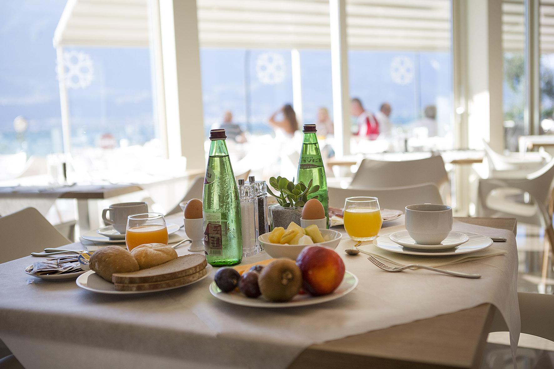 limone_sul_garda_hotel_atilius_colazione500.jpg