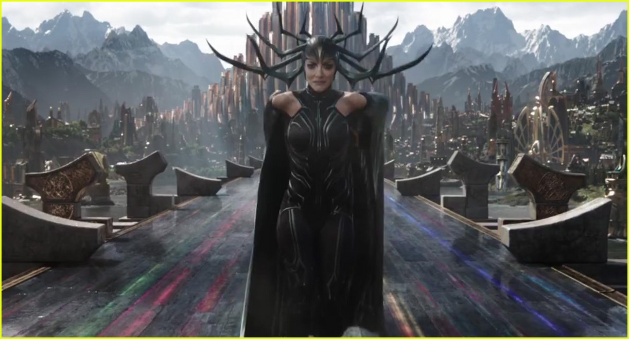 Cate-Blanchett-is-Hela.jpg