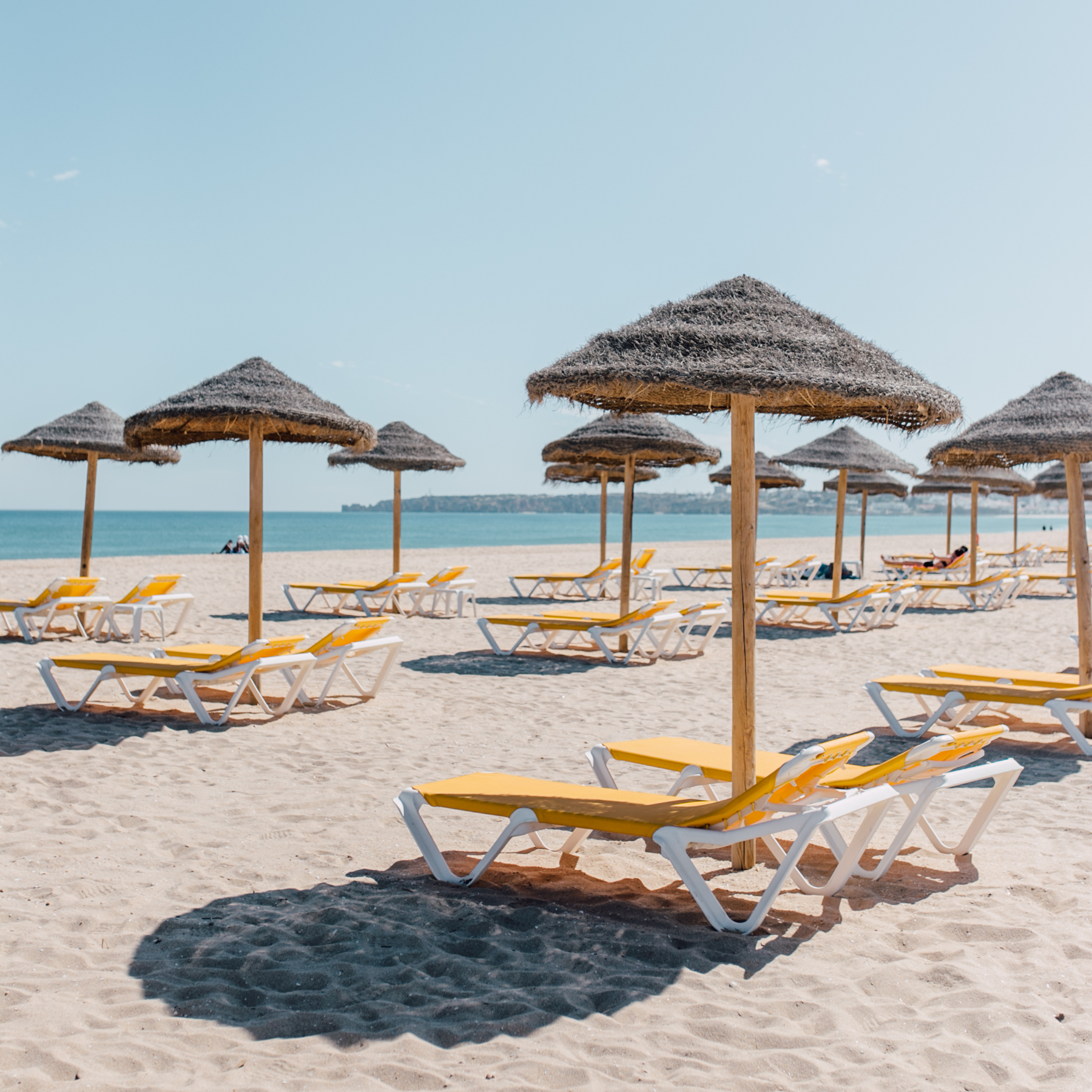 plenty of sun loungers at Meia Praia to hire for the day