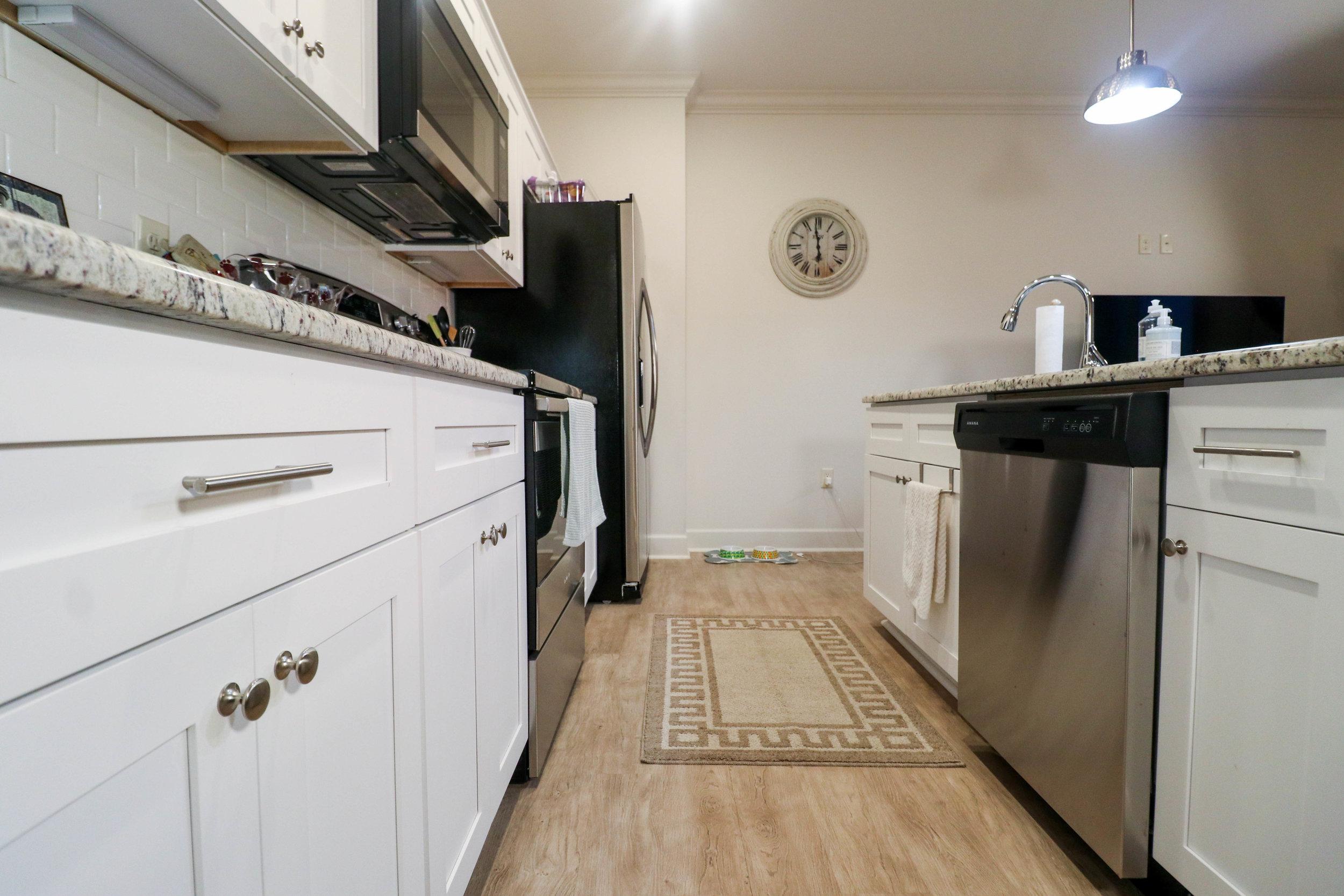 1BR Kitchen3.jpg