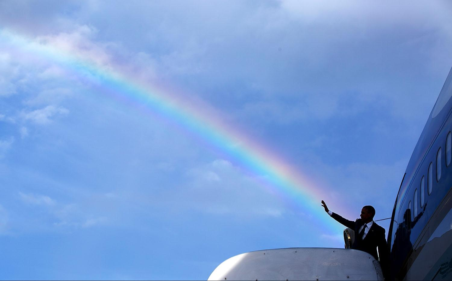 President Barack Obama boards Air Force One after a visit to Jamaica in 2014.  Official White House photo by Pete Souza