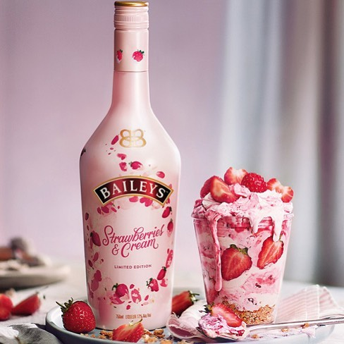 🍓🍓 Keep things sweet with Baileys Strawberries & Cream Milkshakes. 🍓🍓It's the perfect way to treat yourself (and your friends!).🤤 Find it at Primo Fine Wine & Spirits.  #baileys #baileysstrawberriesandcream #irishcream #irishliquor #spectacular #miami #miamibeach #southbeach #onehotelmiami #whotelmiamibeach #spirits #whotel #whotelsouthbeach #setaimiami #delanomiami
