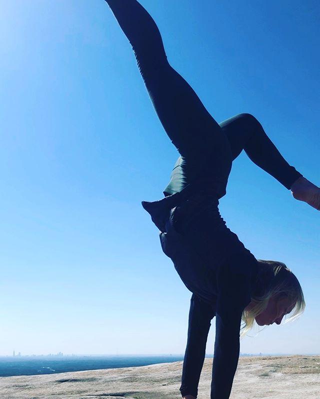 First day of spring 🌸  #yoga #inversion #handstand #yogalove #yogafun #atlyoga #atlantayoga #stonemountain #hike #optoutside #yogateacher #yogainspiration #yogalife