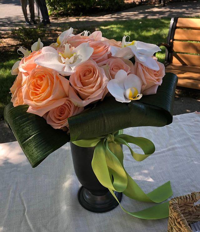 Love these Tiffany roses. They remind me of orange sherbet! . . . . #orangeroses #peachbridalbouquet #fdi #floraldesigninstitute #dosomethingyoulove