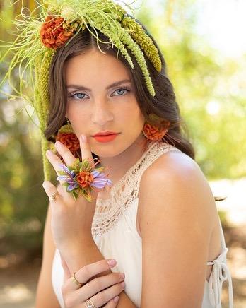 I love making flowers to wear!  This photo was published in the August issue of ELOQUE magazine.  Photography: @edcarlogarciaphotography Makeup: @paulinefaracebeauty  Model: @jaeleihinge Modeling Agency: @scoutmodelagency Hair: @stephaniehankins . . . . #flowerstowear #floraljewelry #dosomethingyoulove