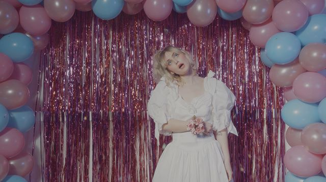 @beverlykillsforever brand new music video for 'In This Dim Light' is premiering over at @psl_svt via the one and only @sindinglarsen!!! Wow🔥