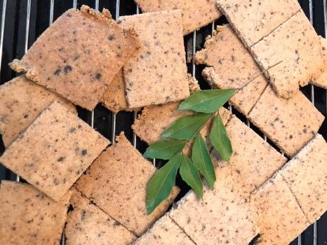 almond-crackers