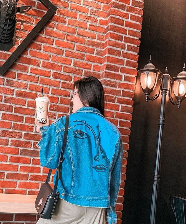 Bubble tea and a @maisonroshe jacket - can't go wrong with that! We love how you're rocking your jacket @keiraseah - Keira recently won this jacket as a part of our collaborative giveaway at #carfreedaymainstreet with @baileynelsonca - stay tuned for more fun giveaways coming soon.✨✨ #maisonroshe #vancouver