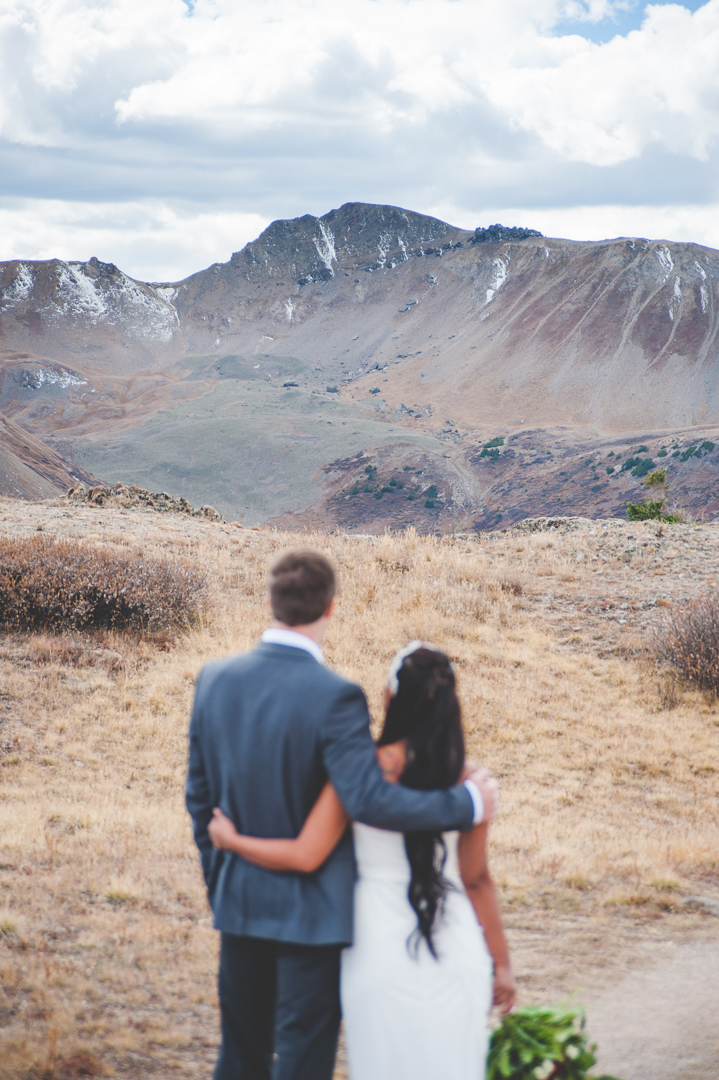 Autumn elopement in the mountains of Aspen, Colorado | Summit Mountain Weddings | Keeping Composure Photography