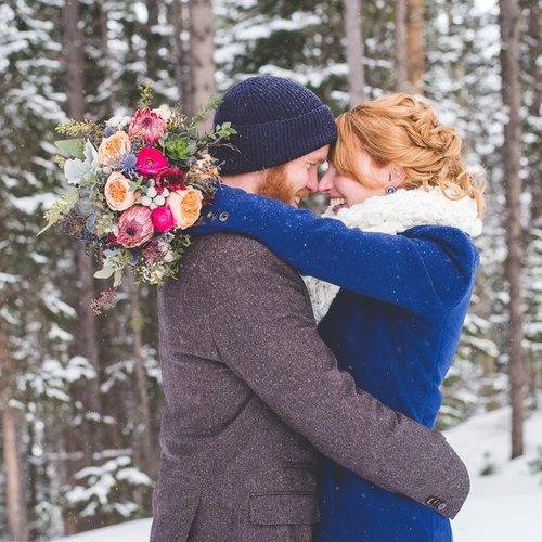 winter+breckenridge+elopement+bright+flowers.jpeg
