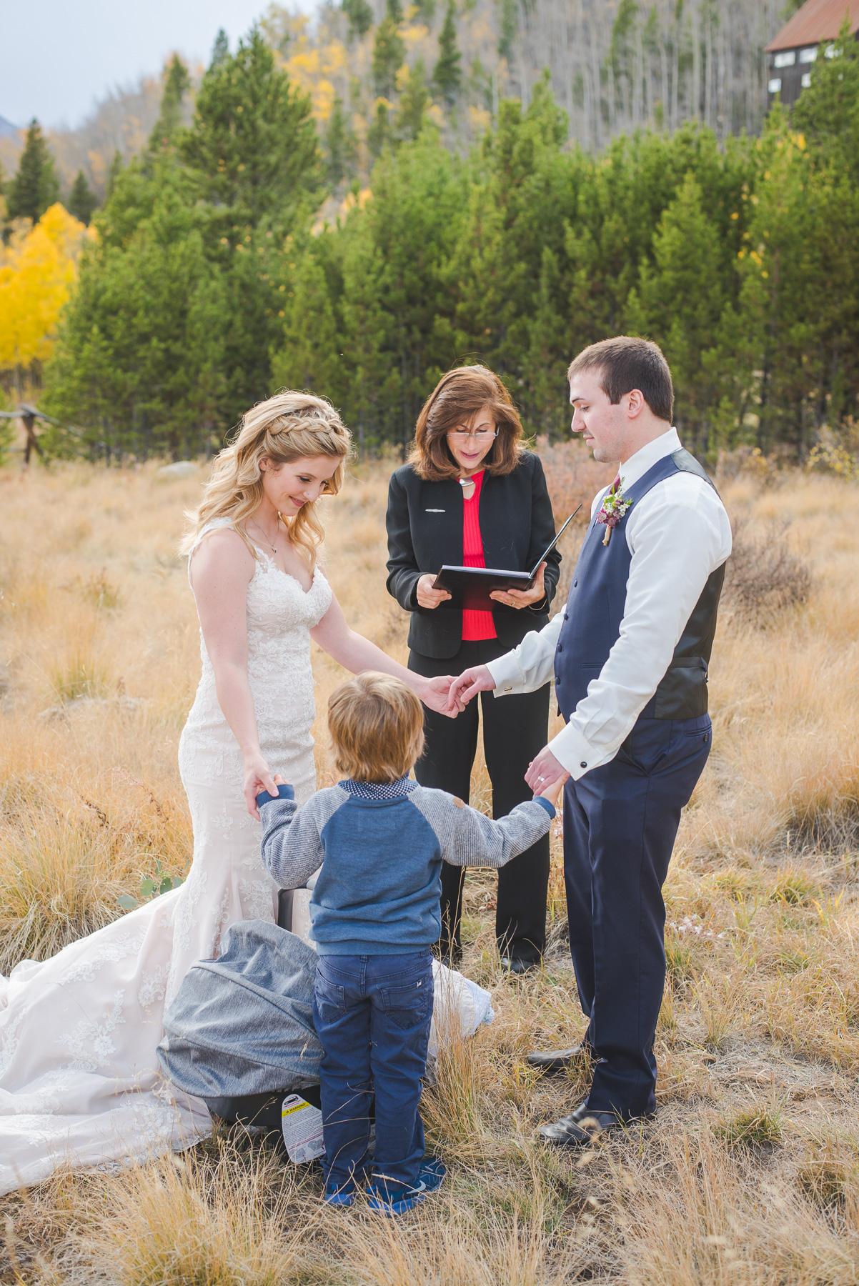 Autumn elopement in Breckenridge, Colorado | Family ceremony | Summit Mountain Weddings