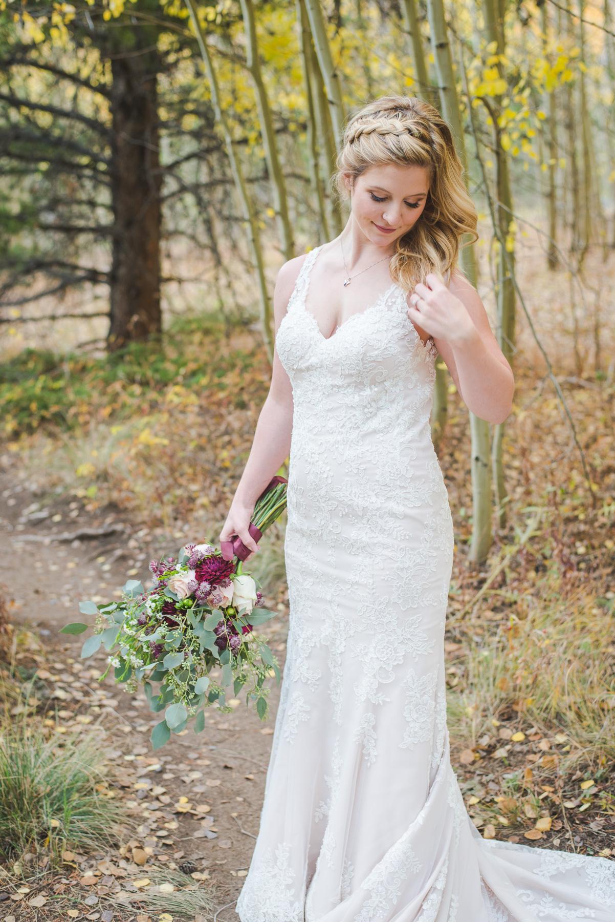 Beautiful bride in the fall |Autumn elopement in Breckenridge, Colorado | Summit Mountain Weddings