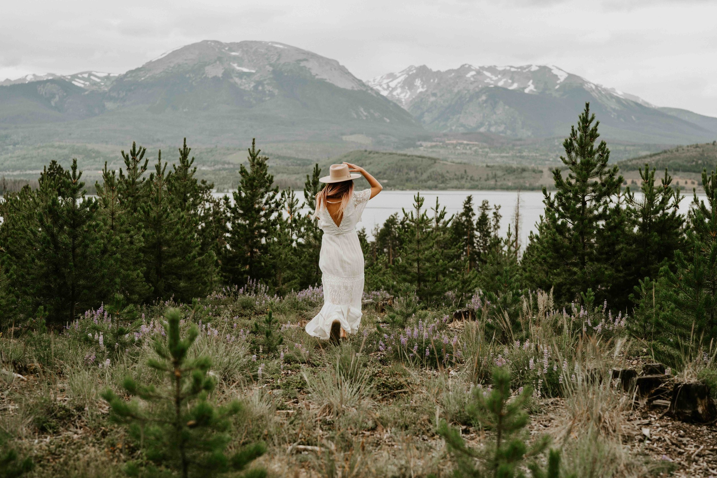 winter elopement sunny afternoon colorado rocky mountains | summit mountain weddings