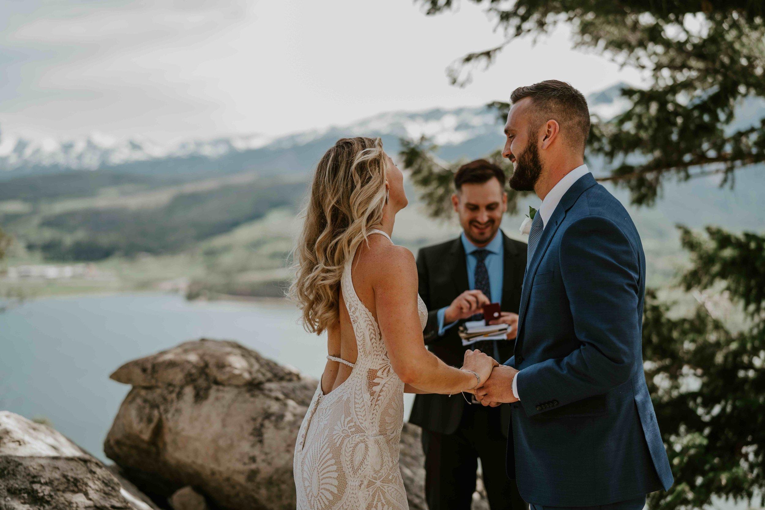 colorado bride and groom small wedding buffalo mountain breckenridge colorado   summit mountain weddings