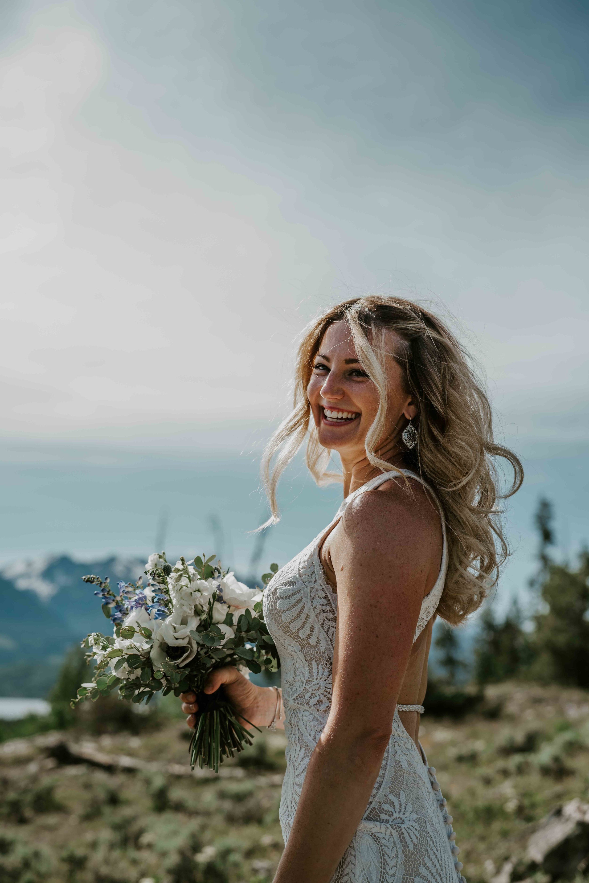 colorado bride and groom small wedding by lake dillon   summit mountain weddings   woodland breck florals