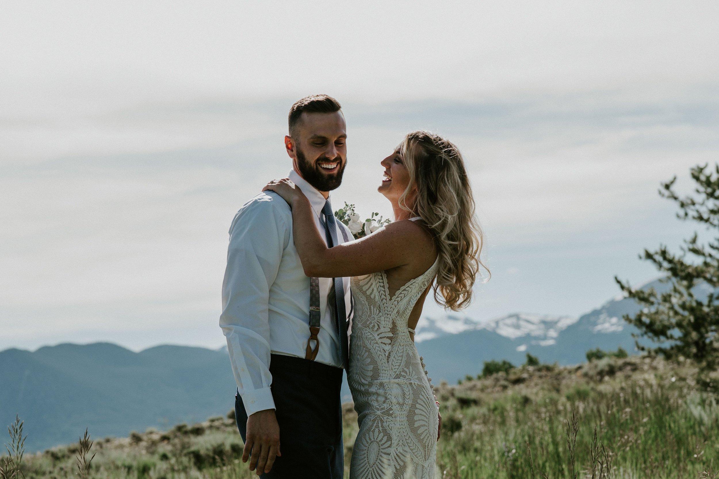 colorado bride and groom small wedding by lake dillon   summit mountain weddings