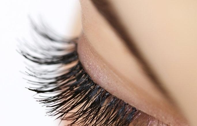 042216-long-eyelashes.jpg