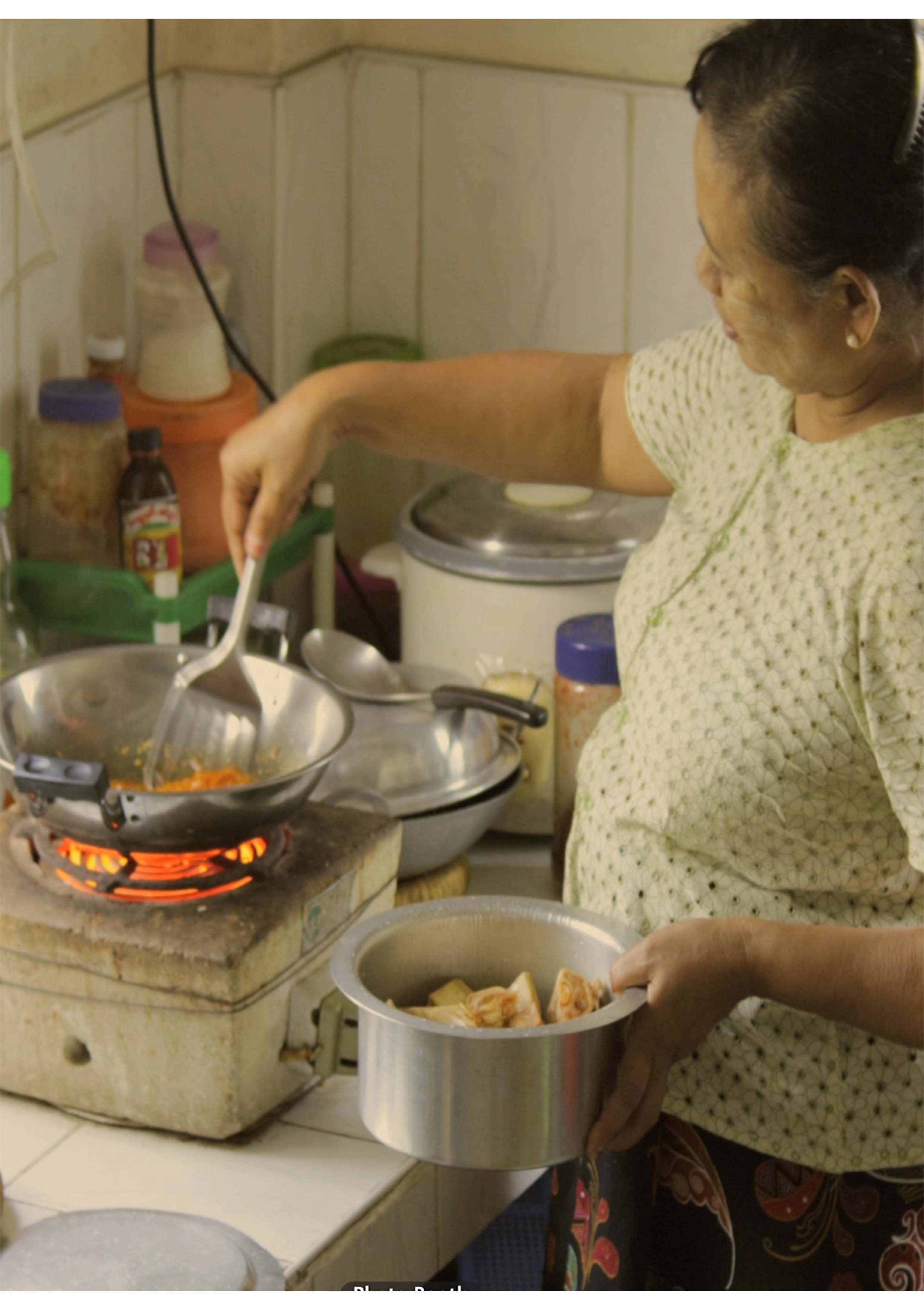 Cooking Jack Fruit Curry - Interview by: Ko LattRecorded by: Frankie FathersEdited by: Pe Maung SameIn cooperation with: Frankie FathersTranslated by: San Lin TunCurated by: Abadi Art Space