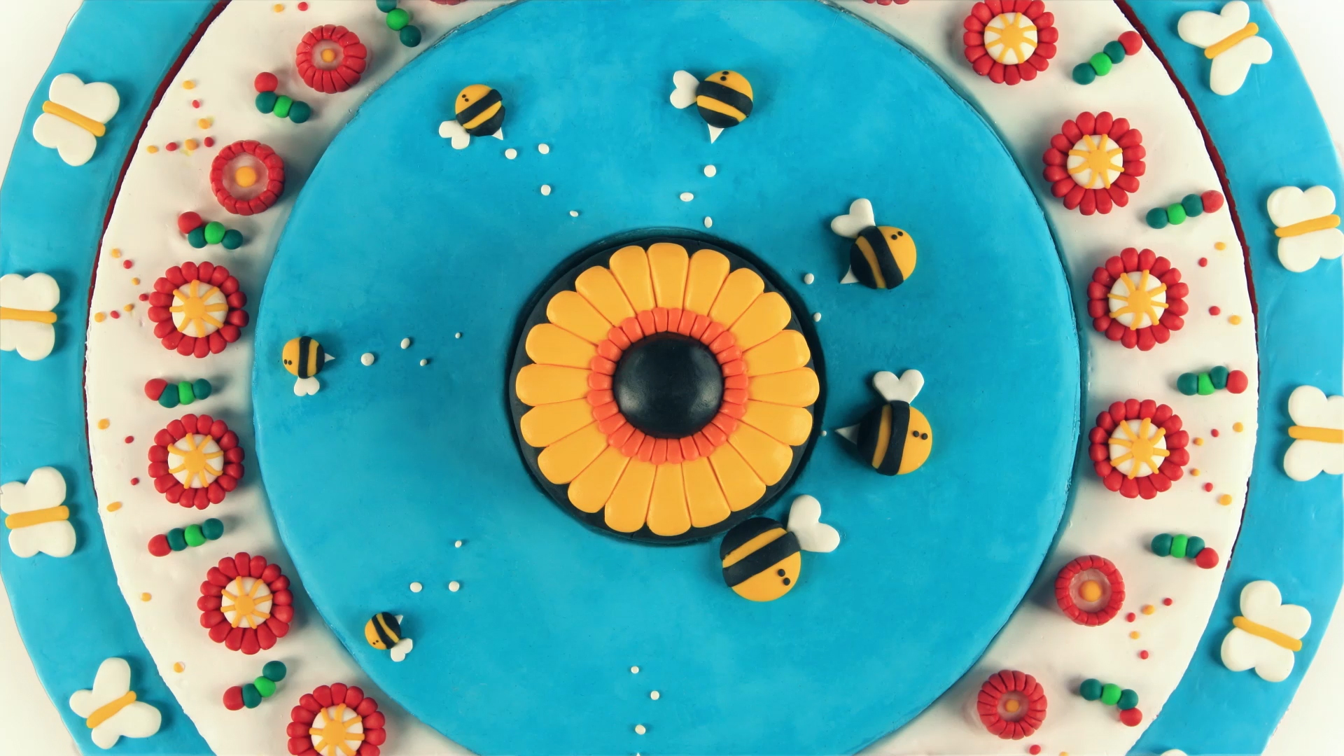 EXXON-MOBIL--THE-DOT---Young-Illustration-&-Animation-Studio-Manchester-2D,3D,-STOP-MOTION,-PAPER-CRAFT,-CLAYMATION,-zoetrope, flowers, bees, lifecycle, pollination -ANIMATION.jpg.jpg