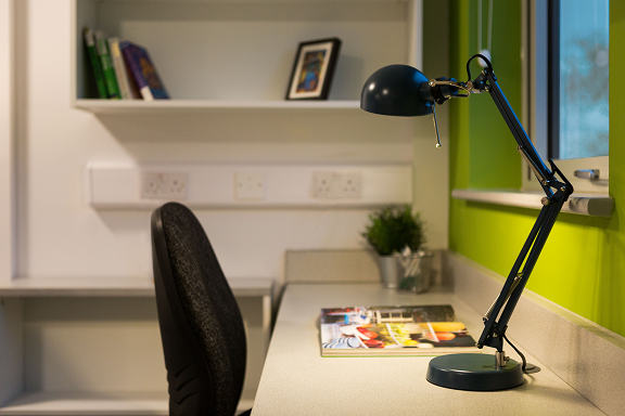 Desk & lamp