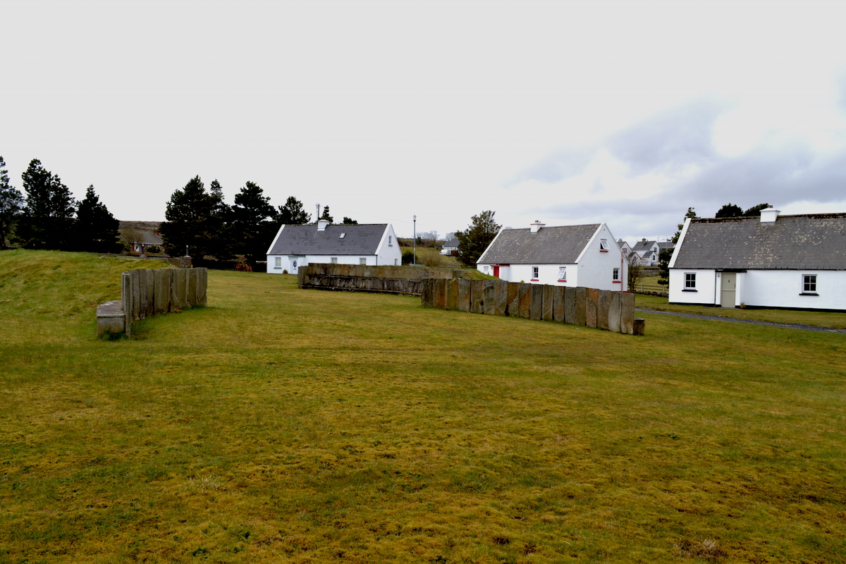 Court Henge - Ballycastle cottages