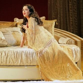A Girl's Guide to Love and Opera: La Traviata