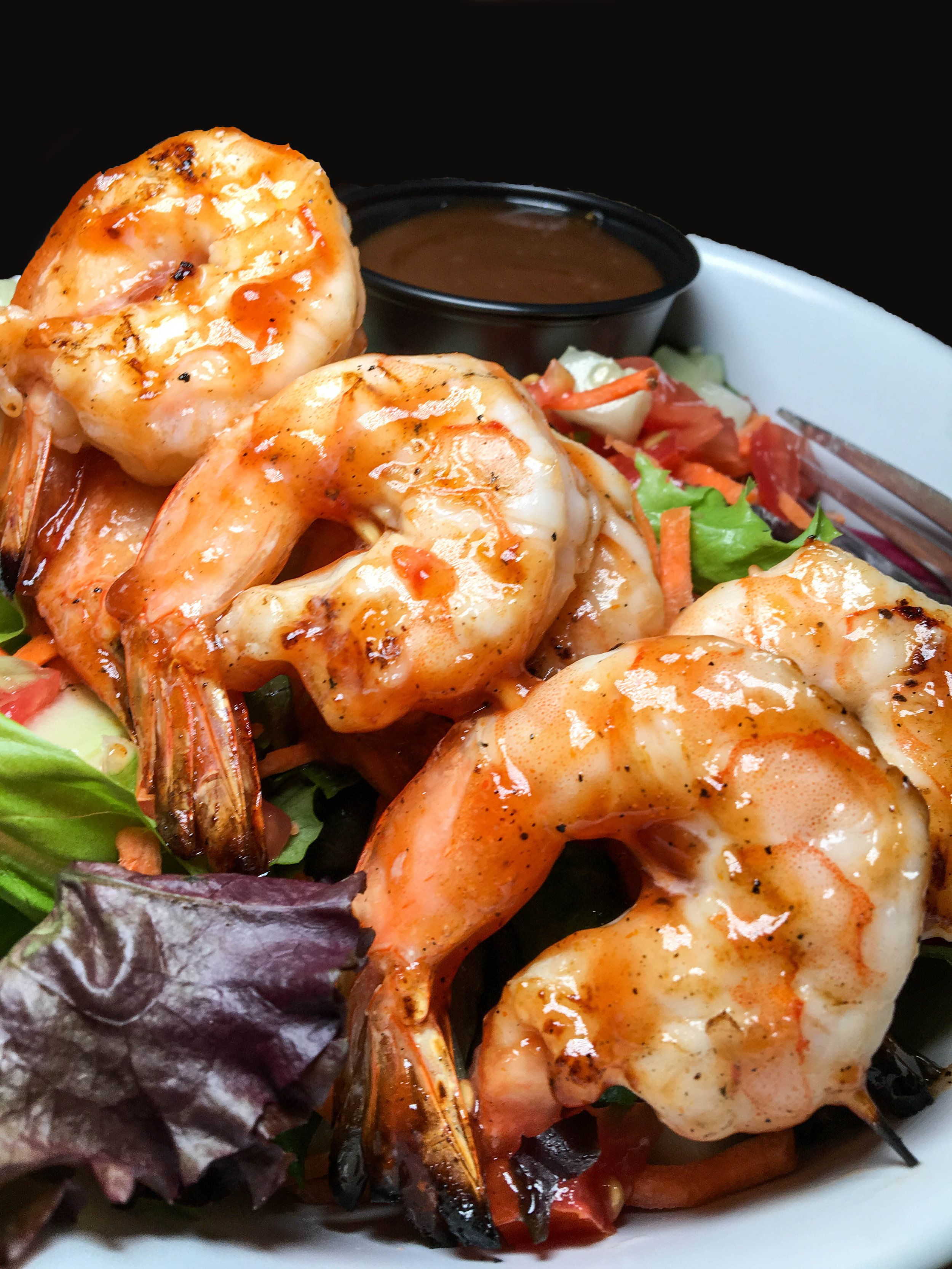 Salad with BBQ shrimp - Bobbique