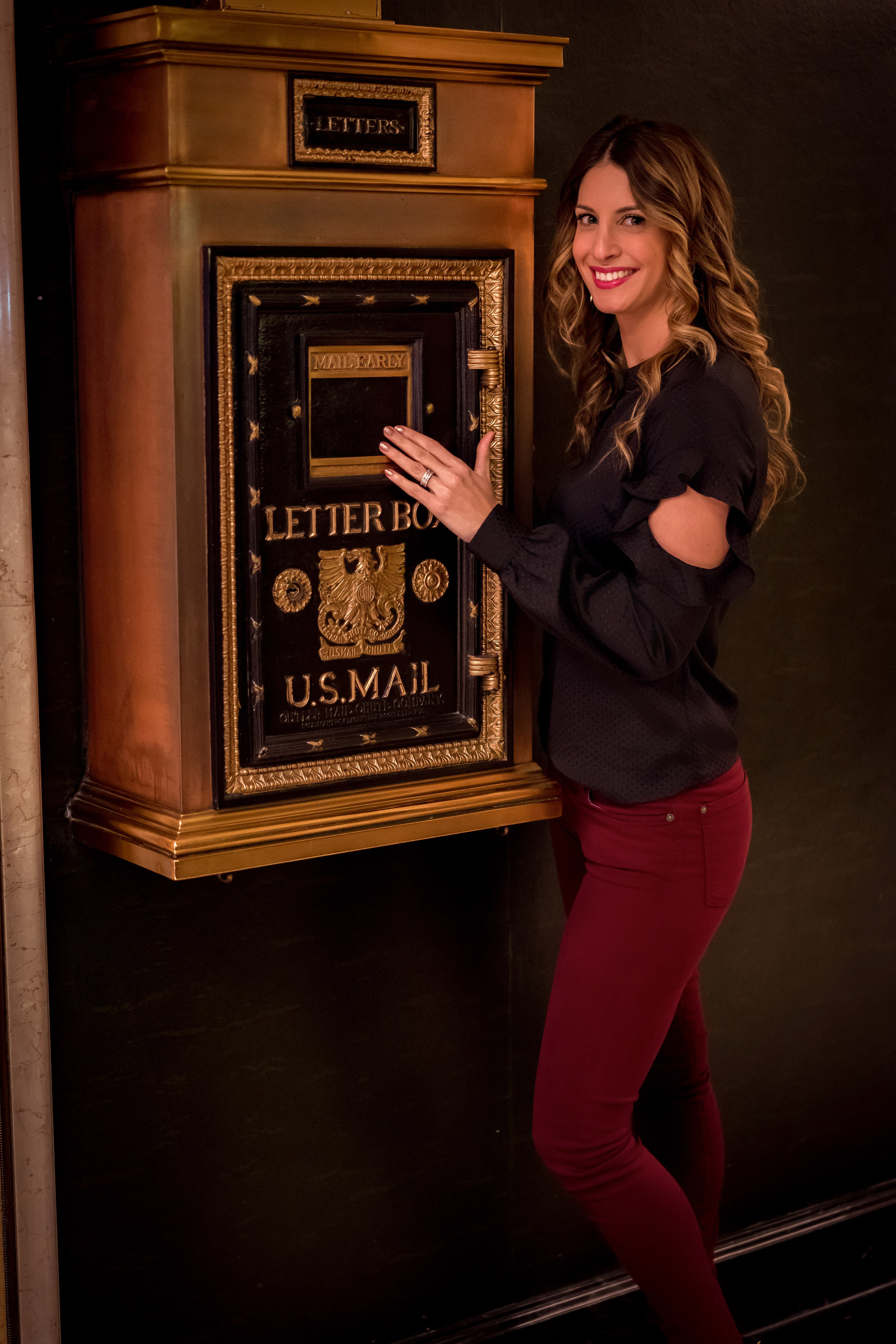 How fun is this old-fashioned mail box!?! Had to take a photo with it of course!