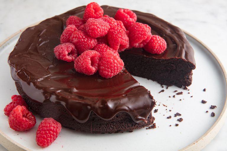 https://www.delish.com/cooking/recipe-ideas/a19473626/best-flourless-chocolate-cake-recipe/