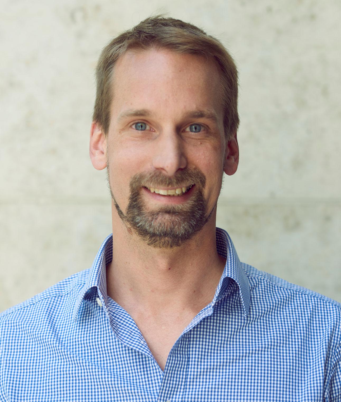 Dr. Alexander Zumdieck  Managing Director METRO Accelerator | METRO AG   view Linkedin-Profile >     view Website >