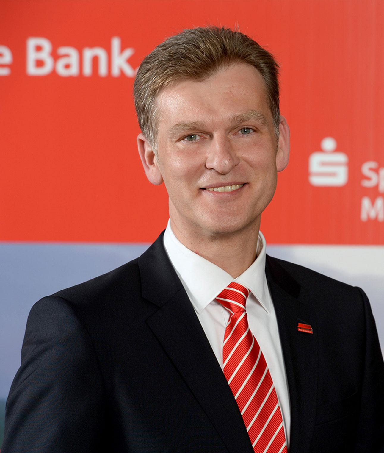 Frank Werner  Mitglied des Vorstandes Sparkasse Mülheim an der Ruhr    view Website  >