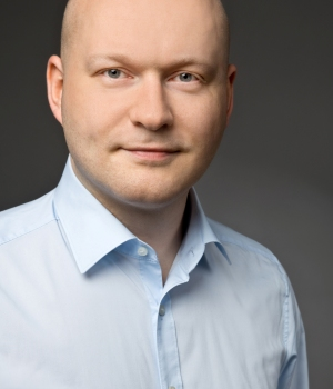 Simon Gatzemeier  Senior Consultant Lidl Digital -Strategy, Projects & Innovation   view XING-Profile >     view LinkedIn-Profile >     view Website Lidl >