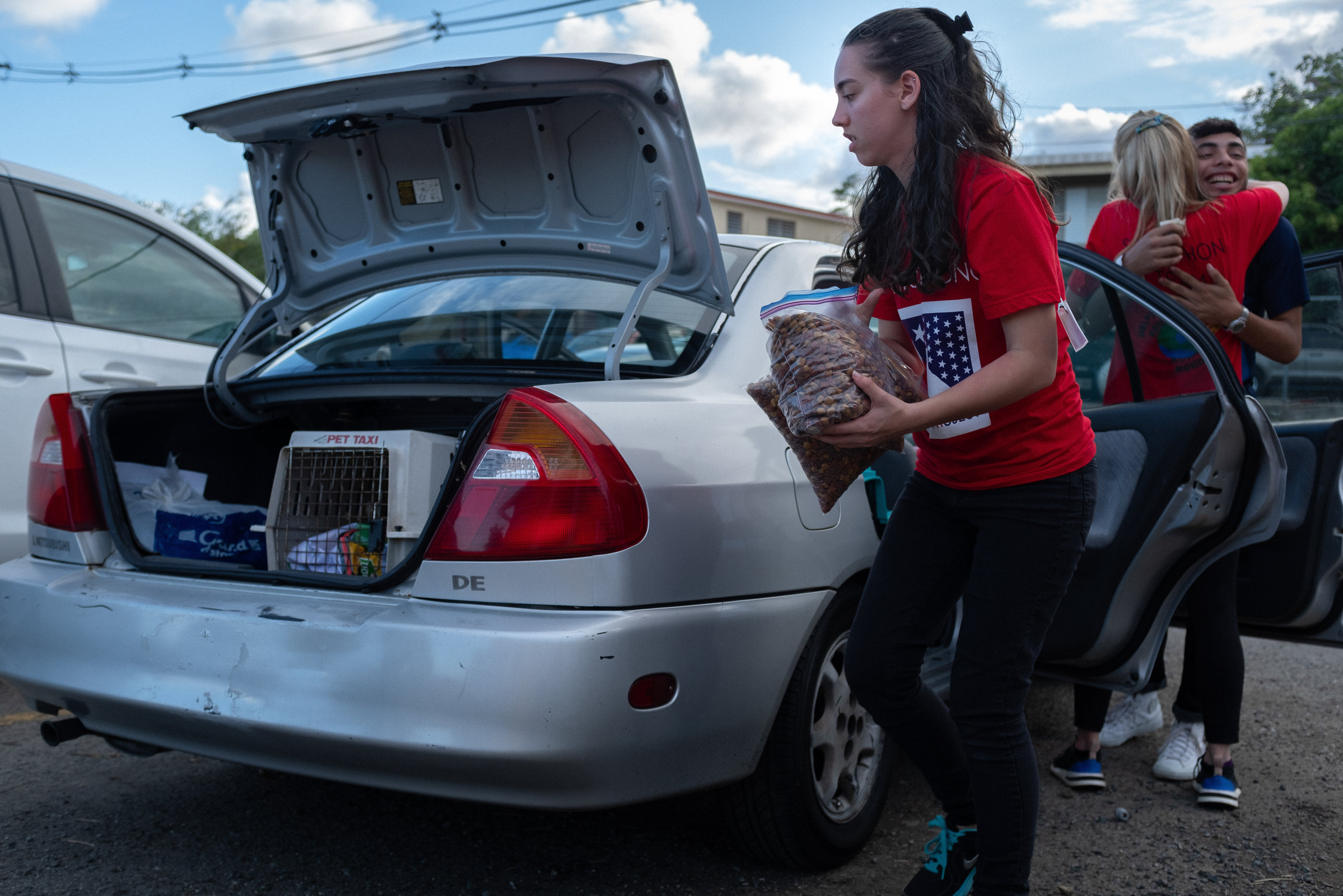 Loading car with supplies, Ceiba