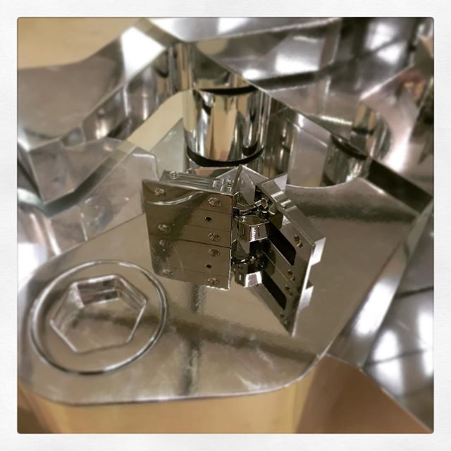 H U G E _ D I A B #diabhinge #madeinengland #betterbydesign #luxury #bespoke #interiors #interiordesign #furniture #cabinetry #architecture #architectural #ironmongery #archiproducts @raccoonrocks