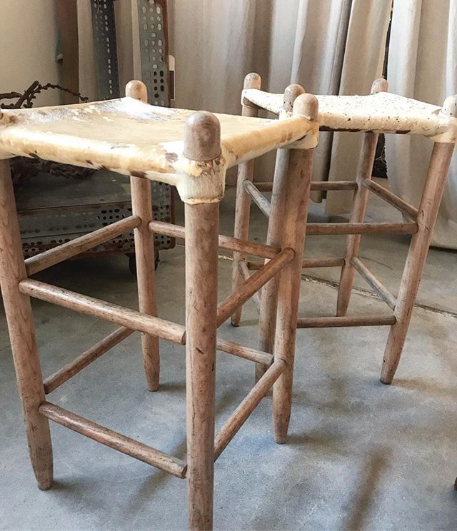 We're drooling over these vintage hide counter stools! . . . #vintage #oklahomainteriordesign #30ahome #antique #antiquefinds