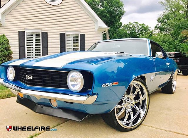 #repost from @wheelfire of this clean Camaro with Ridler 650 20's up front and 22's in the back! #ridlerwheels #ridler650  #wheelfire #chevy #camaro