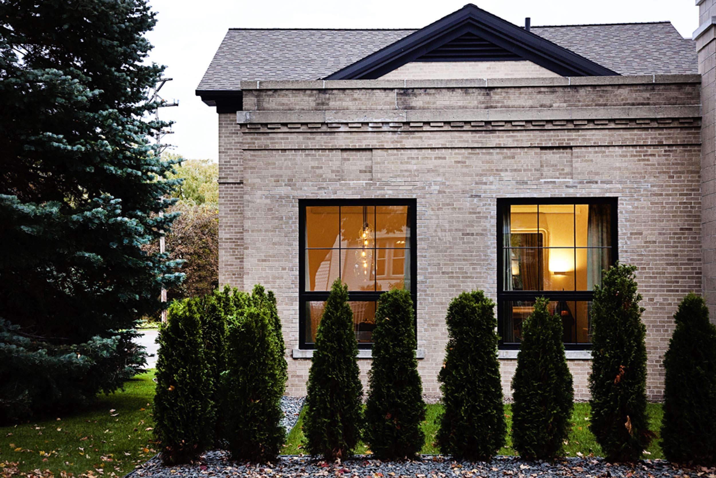 Leo_Designs_Chicago_interior_design_modern_traverse_city_transformation1.jpg